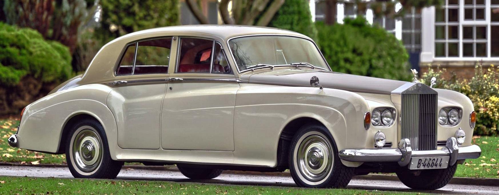 Hvit Rolls-Royce veteranbil, klar for utleie til bryllupskjøring